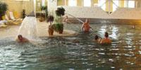 В бассейне отеля Flora на термальном курорте Тренчанске Теплице